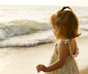 little-girl-waves1